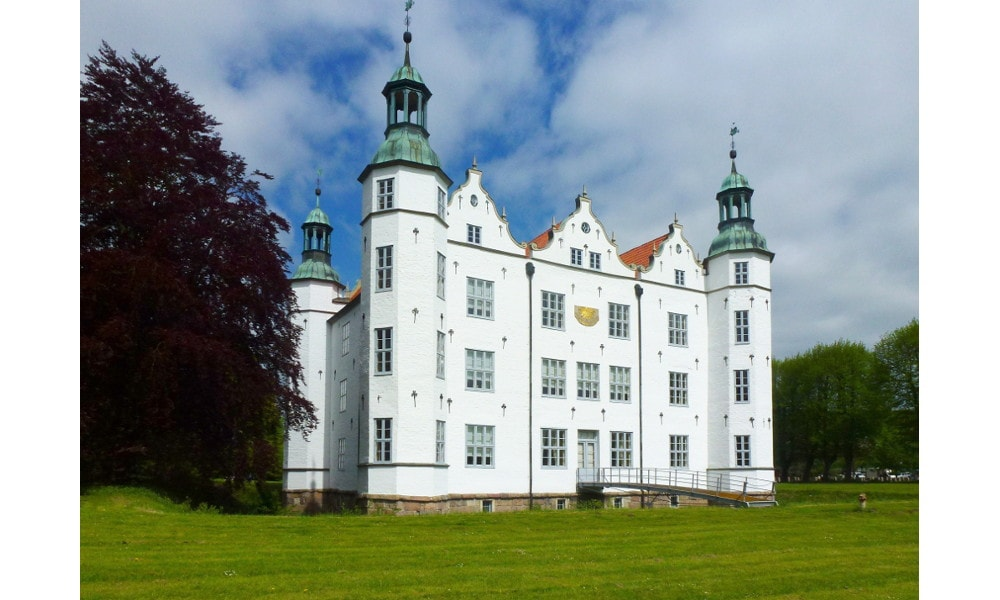 ahrensburg castle