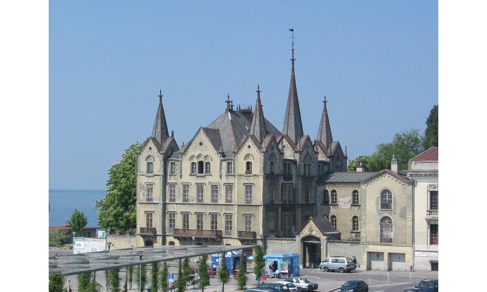 aile castle