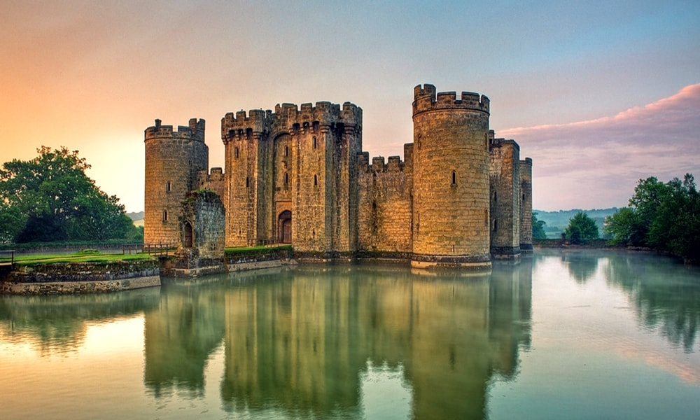 Bodiam Castle Is One Of The Most Picturesque And Beloved Castles In Great Britain Many Historians Consider That Represents Por Ideal A