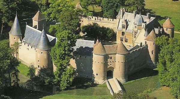 castle of ainay-le-vieil