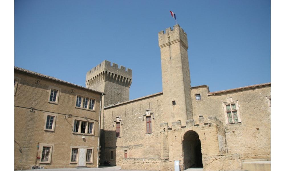 castle of emperi