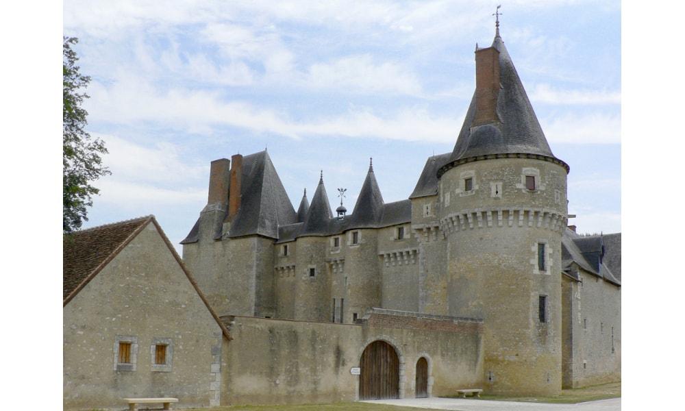 castle of fougeres-sur-bievre