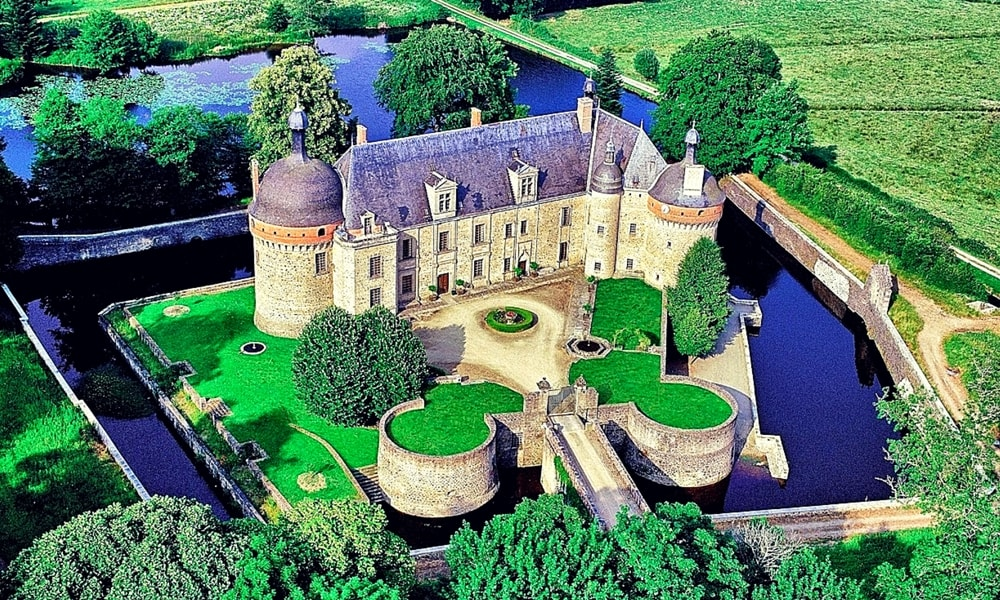 castle of saint-germain-beaupre