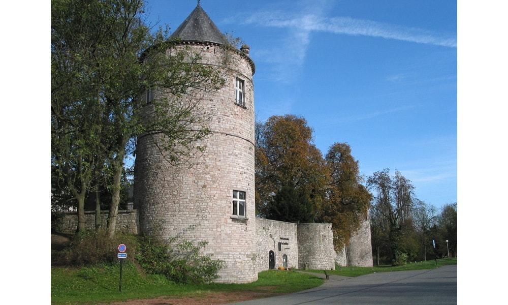 fontaine-l'eveque castle