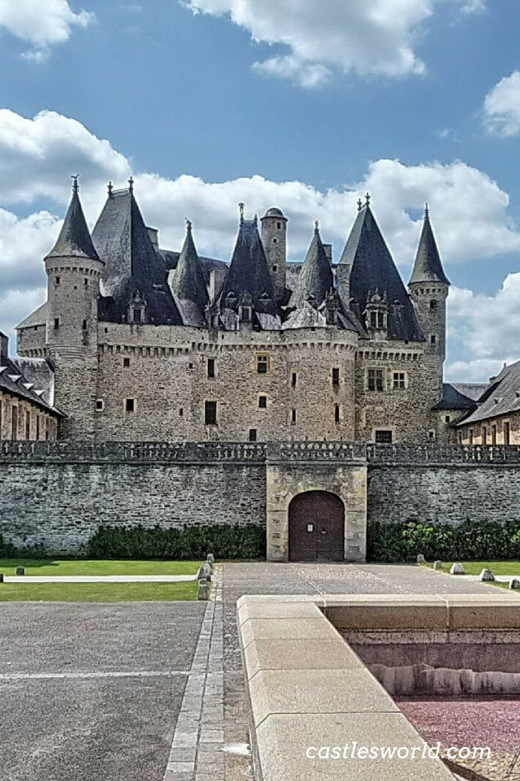 Castle of Jumilhac is acknowledged for its elaborate roofs with ornate turrets and towers further enhanced by splendid ironwork. Inside, there are several interesting rooms with beautiful wooden floors and grand fireplaces that visitors can admire