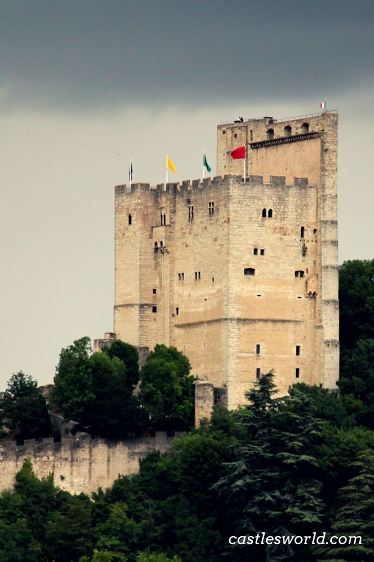 The tower of Crest is a perfect example of an architectural defense system of the Middle Ages. It was the masterpiece of a fortified structure that no longer exists. Its impressive dimensions formed a formidable defensive system of the Middle Ages